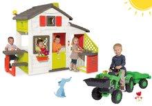 Set căsuţă Prieteni Smoby cu bucătărie mică și tractor cu pedale Jim Loader cu încărcător frontal şi remorcă