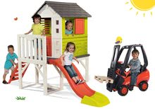 Szett gyermek házikó pilléreken Pilings House Smoby 1,5 m csúszdával és pedálos emelővillás targonca Linde palettával 2 éves kortól