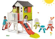 Set domeček na pilířích Pilings House Smoby s 1,5 m skluzavkou, 2 židle KidChair a 1 stolek