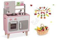 Set drěvěná kuchyňka Macaron Maxi Cooker Janod růžová a dřevěné ovoce a zelenina v košíku