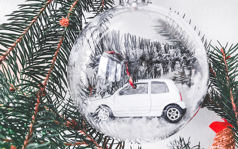 Božične dekoracije avtomobilček