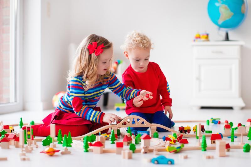 Deti hra drevené hračky