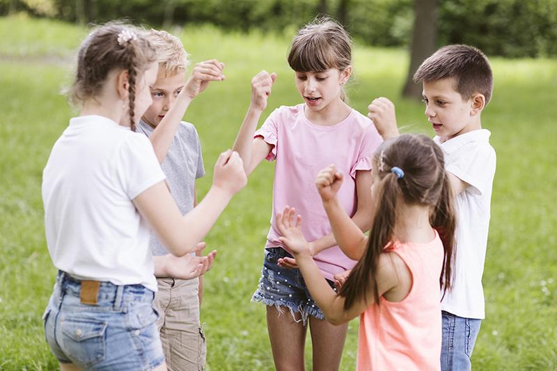 Deti zahradne hry