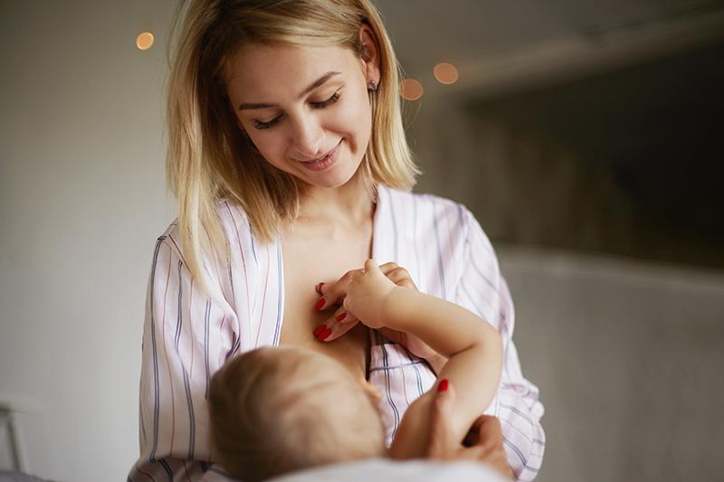 Korona dojcenie matka