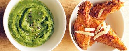Hrustljave piščančje prsi s pirejem iz brokolija