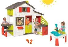 Szett gyerek házikó Barátok Smoby konyhával és csengővel és asztal Víz&Homok 2in1 malommal